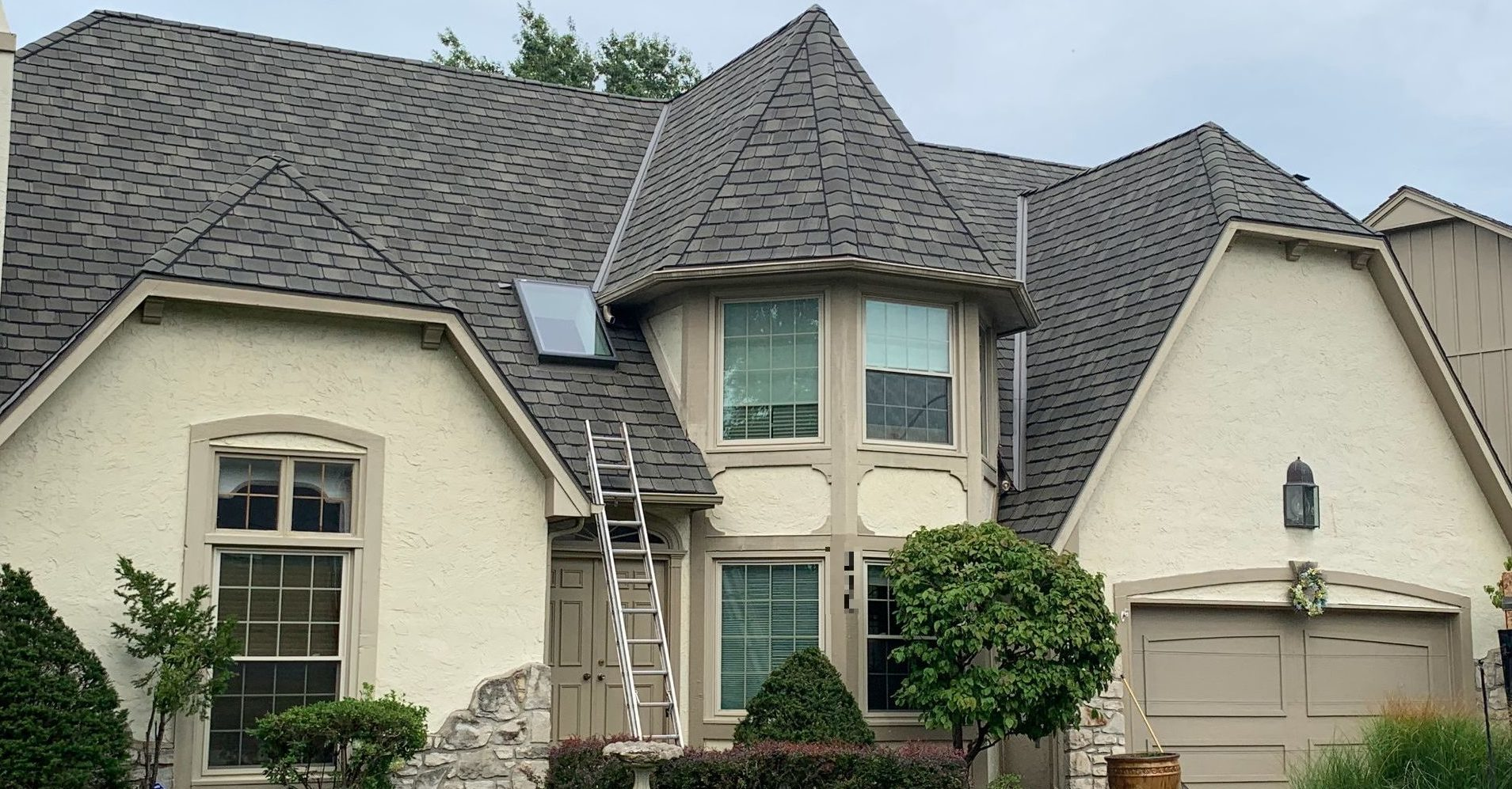 Buck Roofing - residential roofing - kansas and missouri - cetainteed grand manor - weathered wood