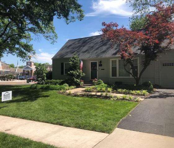 Buck Roofing - Residential Roofing - Kansas and Missouri - Certainteed Landmark - Moire Black - Certainteed ridgevent