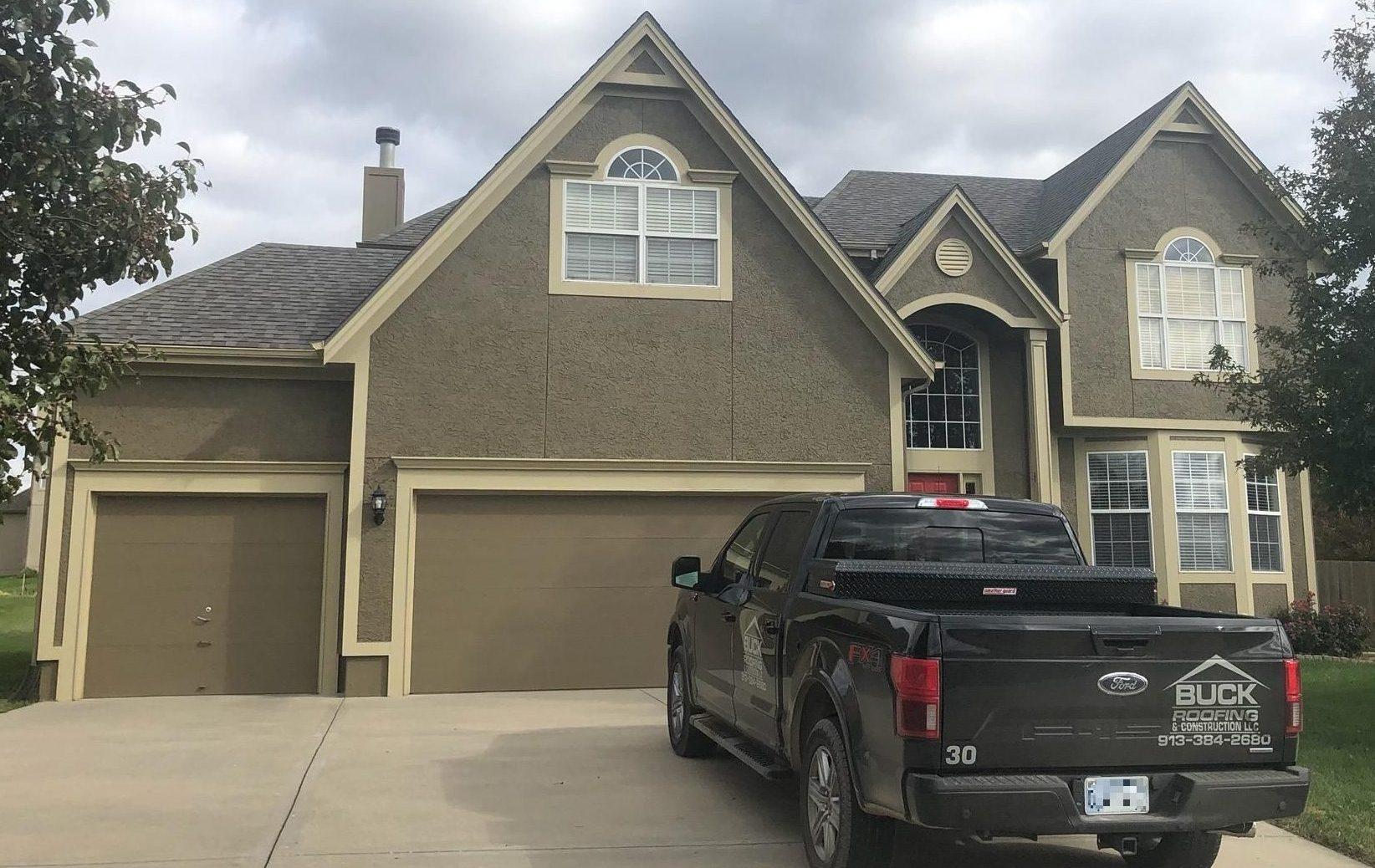 Buck Roofing - Residential Roofing - Kansas & Missouri - Certainteed Landmark - Weathered Wood - Certainteed XT25 Ridge