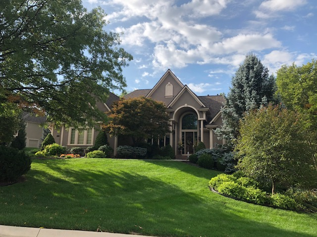 Residential Roofing Gallery - Buck Roofing - Serving Kansas City in KS and Missouri - Certainteed - Presidential Shake TL-Autumn Blend